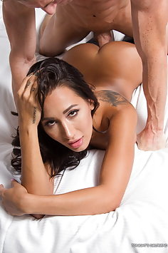 The girlfriend experience with Amia Miley | Tonights Girlfriend