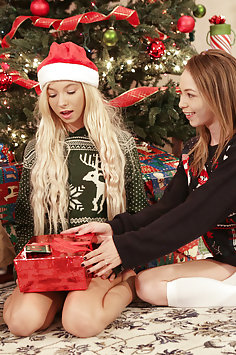 Angel Smalls & Kenzie Reeves get threesome for Christmas | Nubiles Porn - image