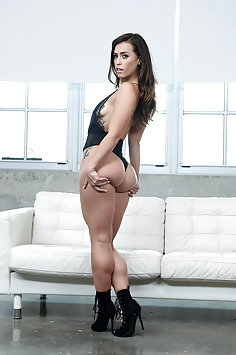 PAWG Kelsi Monroe anal & double penetration threesome   LegalPorno - image