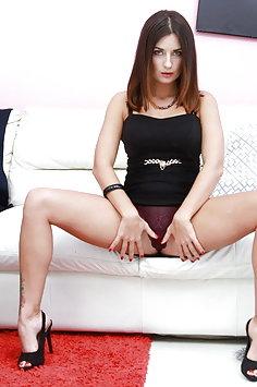 Camilla Moon anal & double penetration gangbang   LegalPorno - image