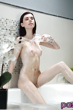 Audrey Grace bubble bath & sex | Passion HD - image