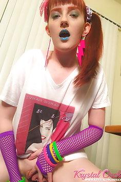 Retro gamer Krystal Orchid fucks joystick - image