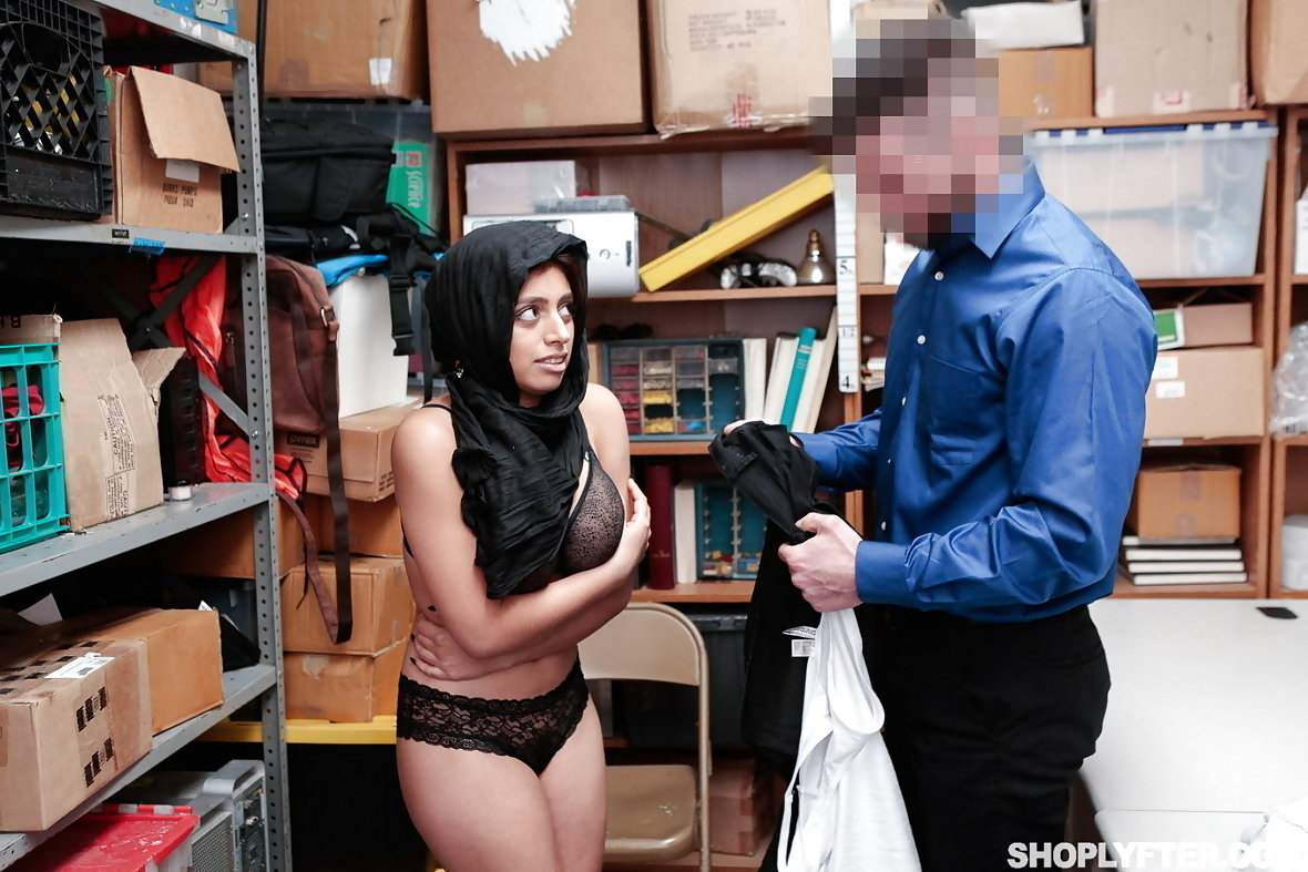 Shoplifting 5 girl caught by guard nice koooool video 2