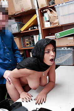 Muslim girl Ella Knox caught shoplifting | Shoplyfter