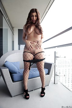 Briana Lee gets naked on balcony - image