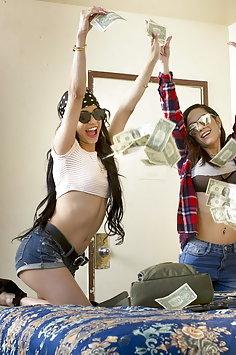 Lesbian criminals Tia Cyrus & Veronica Rodriguez scissor after robbery | Babes - image