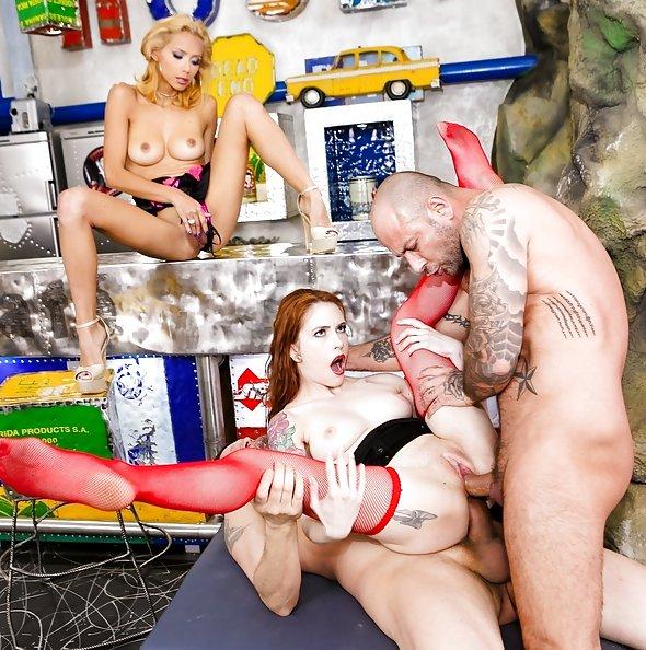 Veronica Leal & Anna DeVille double penetration group sex   21Sextury: DP Fanatics