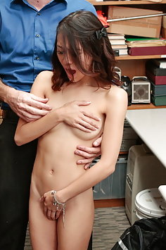 Jasmine Grey fucked by guard | Shoplyfter