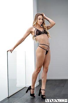 Princess Naomi Swann first B/G sex scene | Vixen - image