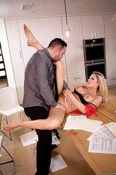 Hot bi wife Riley Steele fucks Keiran Lee | Brazzers: Real Wife Stories - image