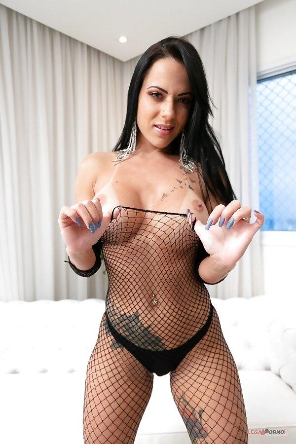 Liandra Andrade Rammed By Three Throbbing Cocks Simultaneous Ddf Network 1