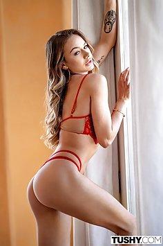 Petite Naomi Swann first anal fuck | Tushy - image